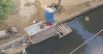 طفح الصرف الصحي بشارع في الإسكندرية