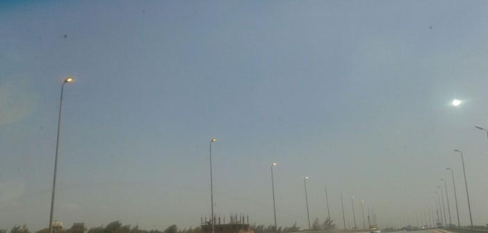 بالصورة.. أعمدة الإنارة مضاءة في وقت النهار على الطريق الدائري بالبحيرة 📷