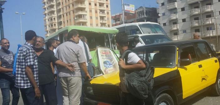 بالصور.. تصادم بين أتوبيس مدرسي يقل 20 طفلا وتاكسي في الإسكندرية 📷