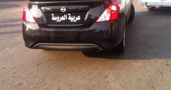 «عربية العروسة». سيارة مخالفة بالشارع دون لوحات معدنية