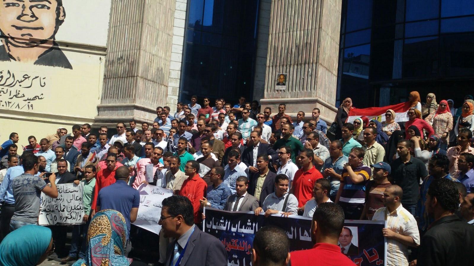 بالصور.. وقفة لحملة الماجستير والدكتوراه على سلم «الصحفيين» للمطالبة بالتعيين
