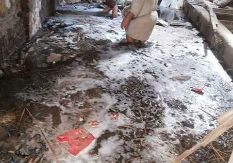بالصور.. غرقت لـ«الرُكب».. مياه الصرف الصحي تضرب بيوت قرية بالمحلة 📷
