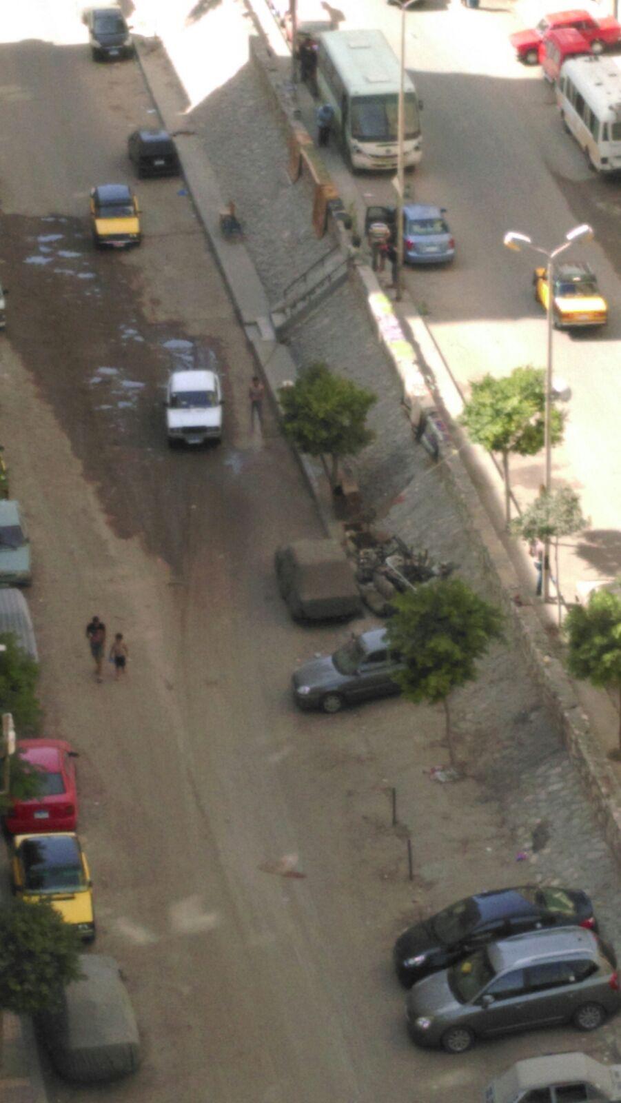 بالصور.. غسيل السيارات بمياه وكهرباء مسروقة في شوارع بالإسكندرية