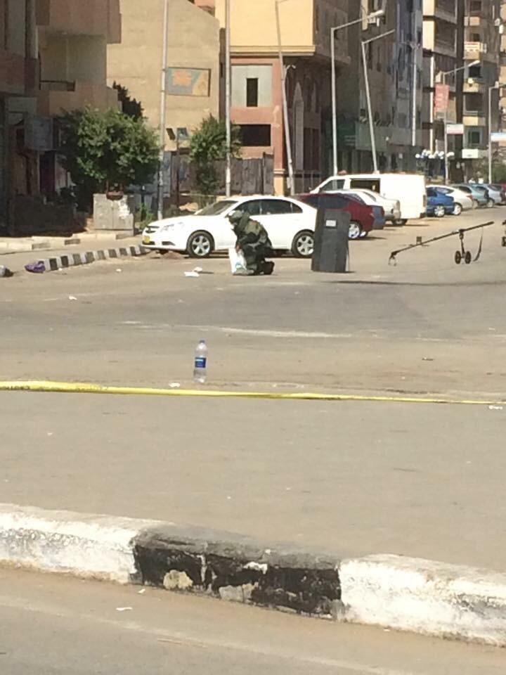 بالصور.. تفكيك 3 قنابل بجوار قسم المقطم