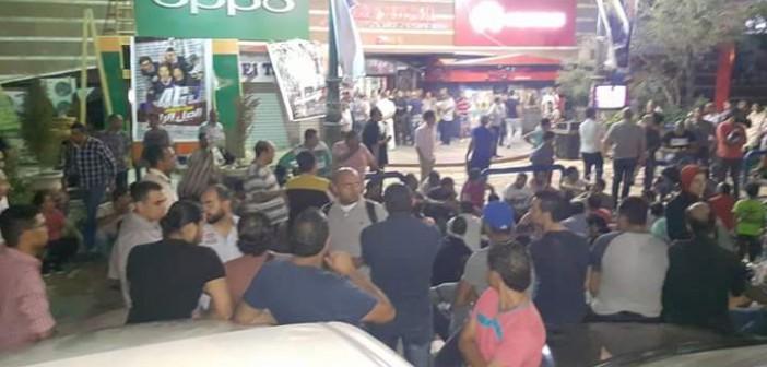 تواصل الاحتجاجات الليلية لأصحاب محال تجارية لرفض إغلاق السراج مول 📷