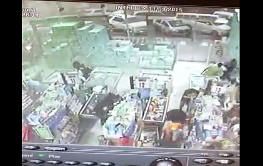 بالفيديو.. كاميرا مراقبة ترصد لحظة هبوب عاصفة شديدة بأحد المولات التجارية في مكة ▶