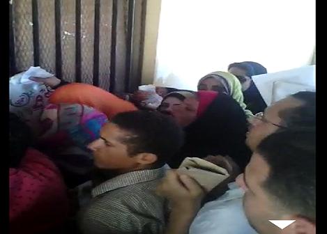بالفيديو.. زحام شديد بكلية «حقوق طنطا».. وطالب: شفت تحرش ▶