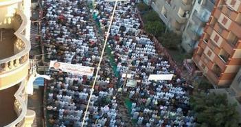 صور.. الآلاف يؤدون صلاة العيد في شربين
