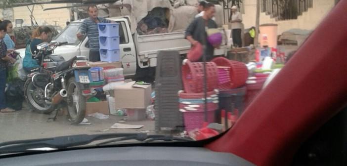 📷 مواطن قطع 200 متر في 40 دقيقة.. أهلا بك في سوق الخميس بالمطرية