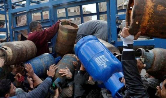 مندوبو تموين بالإسماعيلية يتحايلون على صغار موزعي الأناببيب بالقرى