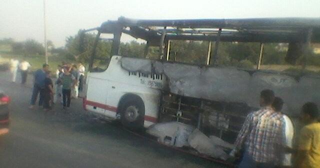 بالصور.. تفحم أتوبيس سياحي بطريق الواحات بعد حريق مصحوب بانفجار📷