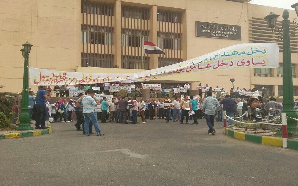 وقفة احتجاجية لمهندسي الري أمام وزارة الري