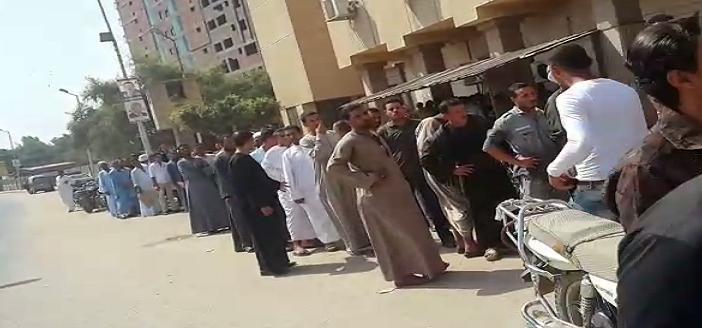 بالفيديو.. زحام وطابور طويل في سجل مدني سوهاج.. وشكوى من خشونة الأمن ▶