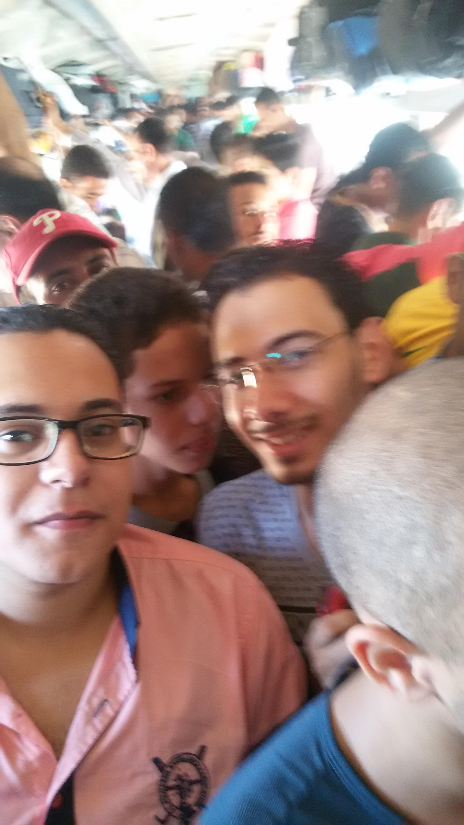 بالصور.. راكب يروي ملامح معاناة أهل الصعيد في «قطارات الغلابة»
