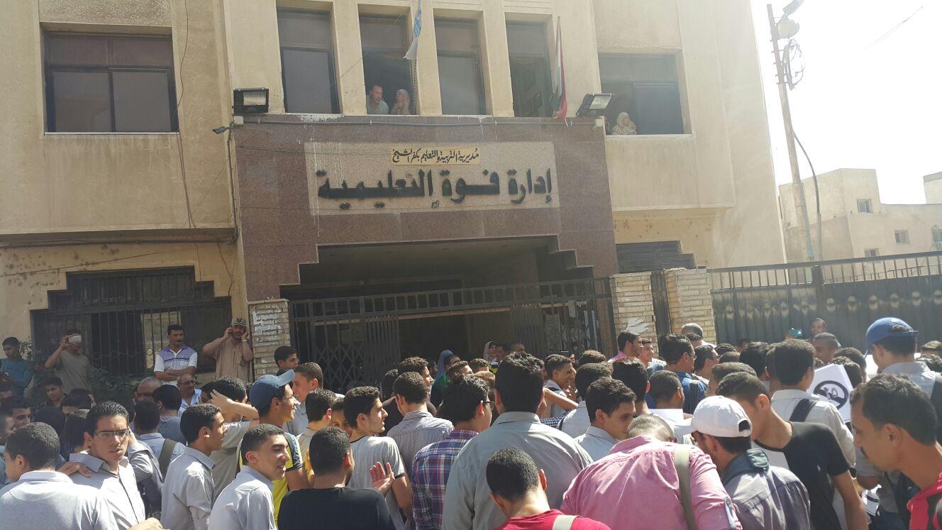 بالصور.. تواصل الاحتجاجات الطلابية ضد «الـ 10 درجات»: كفر الشيخ مثالا