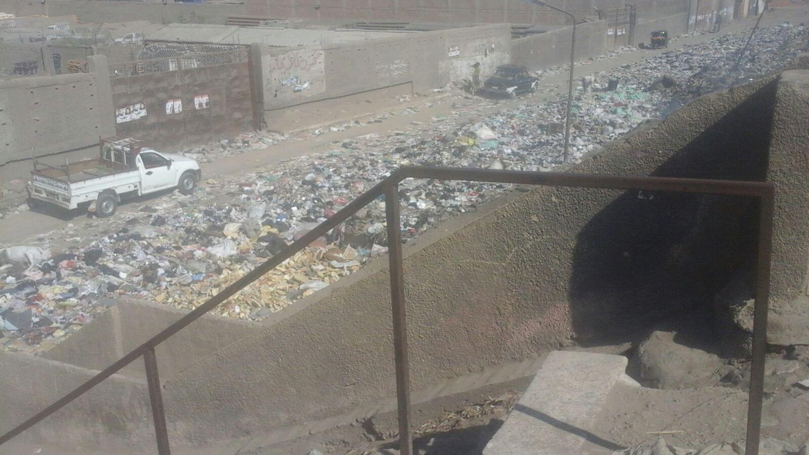 تحول منطقة أسفل «الدائري» بإمبابة إلى محرقة للقمامة والمخلفات