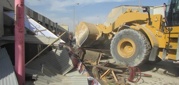 بالصور.. حملة لإزالة الإشغالات على الأوتوستراد في منطقة شق الثعبان 📷