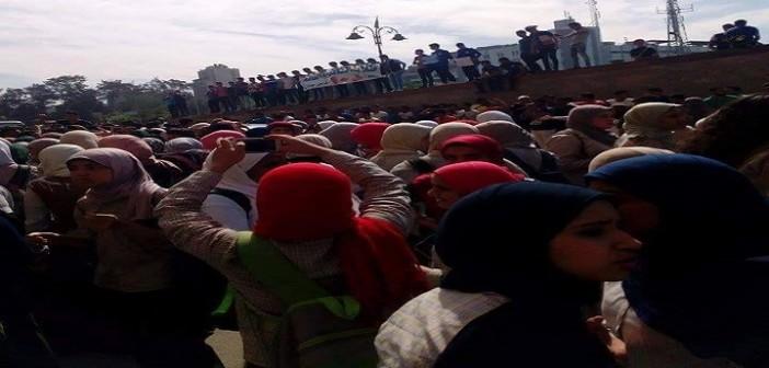 بالصور والفيديو.. طلاب يتظاهرون بسراي القبة ضد الـ«10 درجات»: «عايزين طالب يبقى حمار» 📷 ▶