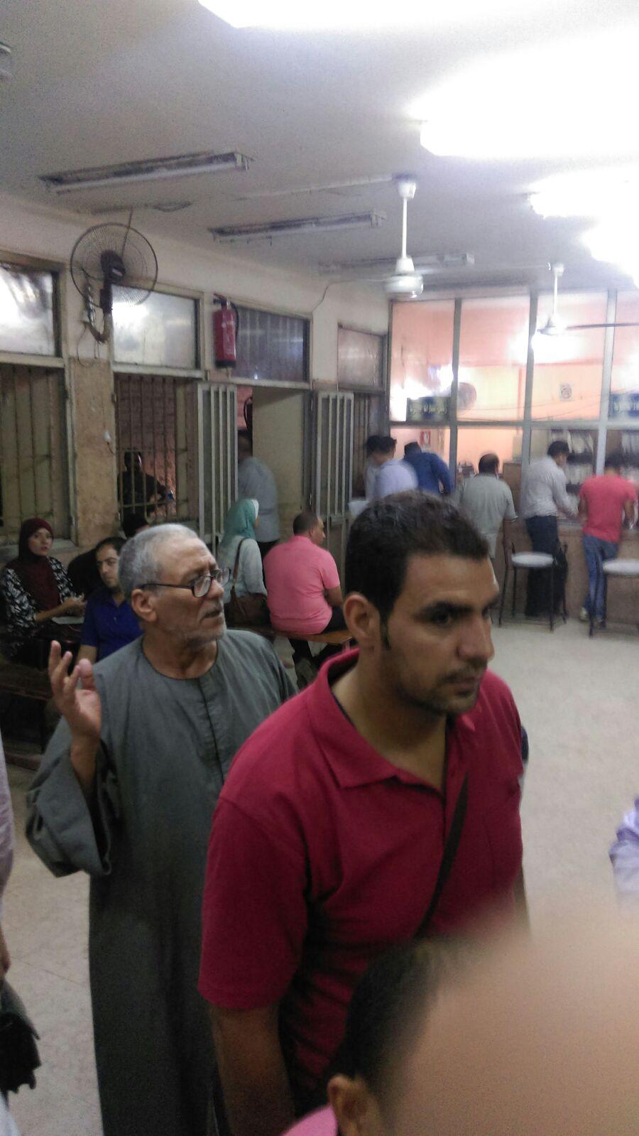 بالصور.. مواطن يرصد «فوضى» مرور مدينة نصر: «واقف من 10 صباحًا ومفيش موظفين»