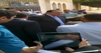وزير الإسكان يدلي  بصوته في الشيخ زايد