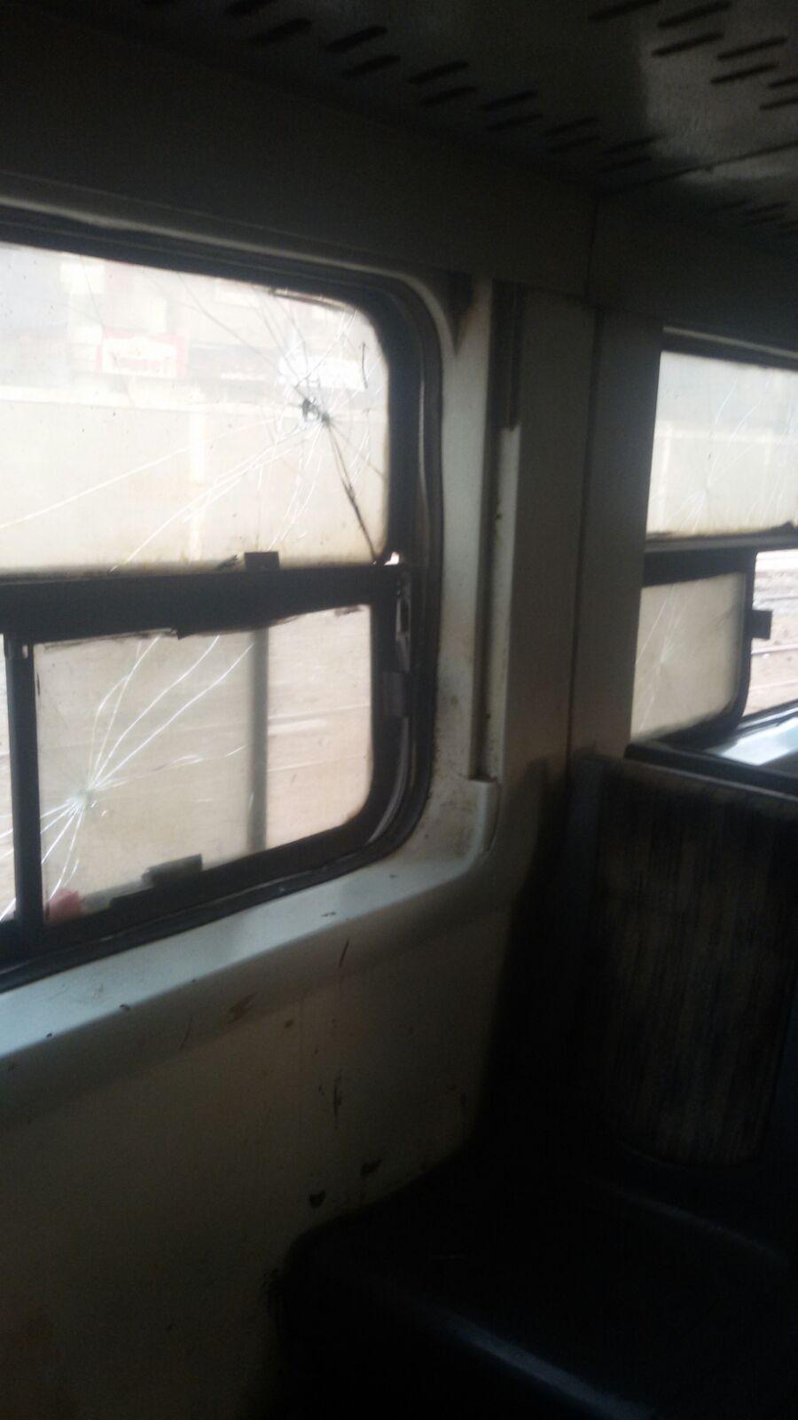 بالصور.. رحلة قطار الزقازيق ـ المنصورة: زجاج مكسر وحمامات غير آدمية