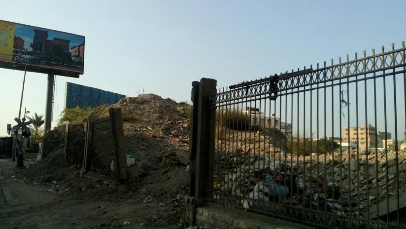 📷 رديم أرض السكة الحديد بالإسكندرية تهدد حياة المارة