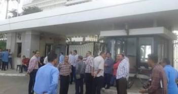 عمال الشركات السبع أمام مكتب هيئة إرشاد قناة السويس