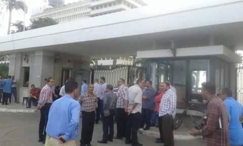عمال الشركات الـ 7 بقناة السويس يلتقون «مميش» الأحد.. ويهددون بالاعتصام