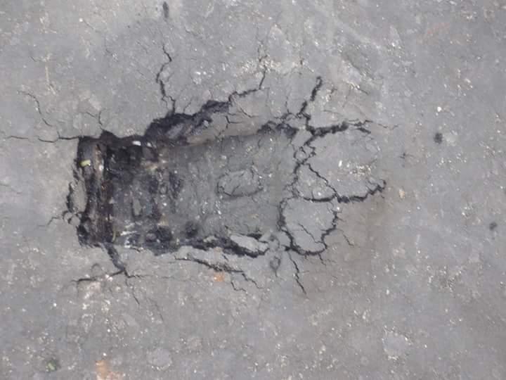 بالصور.. سوء حالة الطرق في مدينة العبور.. والدليل «غرزة كوريك»