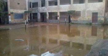 الصرف يتسبب في وقف الدراسة وغرق شوارع قرية بالشرقية