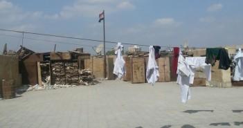 بالصور.. سطح محكمة مصر الجديدة يتحول لـ«منشر غسيل»