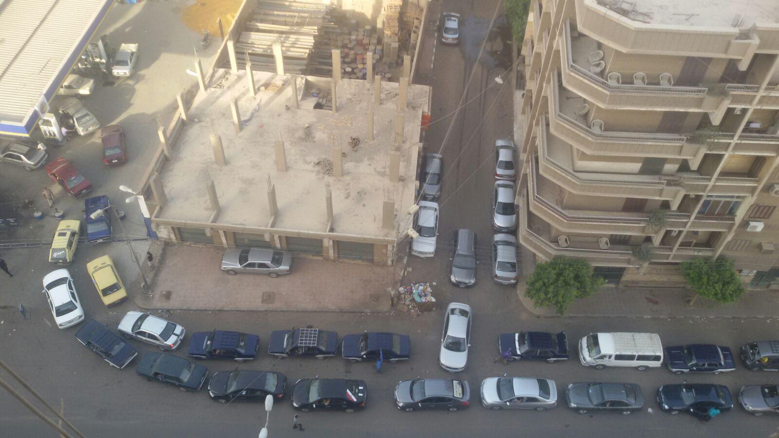 بالصور.. طوابير على محطات الوقود في سوهاج وسط نقص إمدادات الوقود