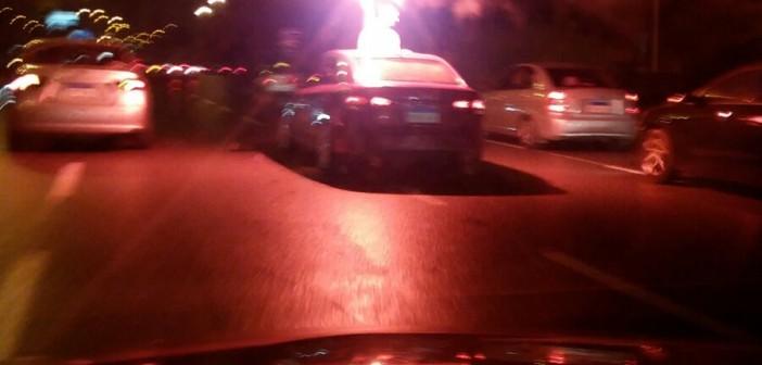 بالصور.. اندلاع حريق في سيارة أمام إدارة مرور القاهرة 📷