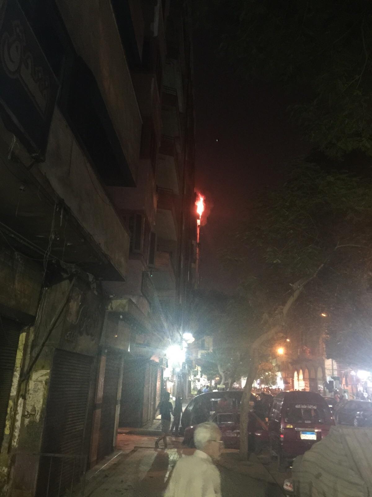بالصور والفيديو.. اندلاع حريق بأحد فنادق وسط القاهرة.. وشاهد عيان: دام 40 دقيقة
