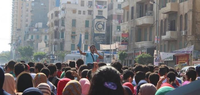 بالفيديو.. مسيرة لمئات من طلاب الثانوية: «يسقط كل نظام تعليم عاوز الطالب يبقى بهيم» ▶