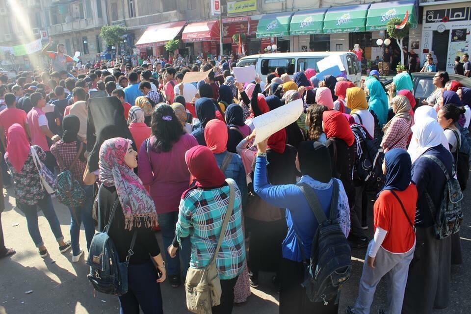 بالصور.. مسيرة احتجاجية لطلاب الثانوية في الإسكندرية لرفض قرار «العشر درجات»