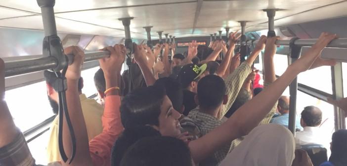بالصور.. مواطن في أتوبيس نقل عام: غير آدمي والحكومة تركتنا لاستغلال سائقي الأجرة 📷