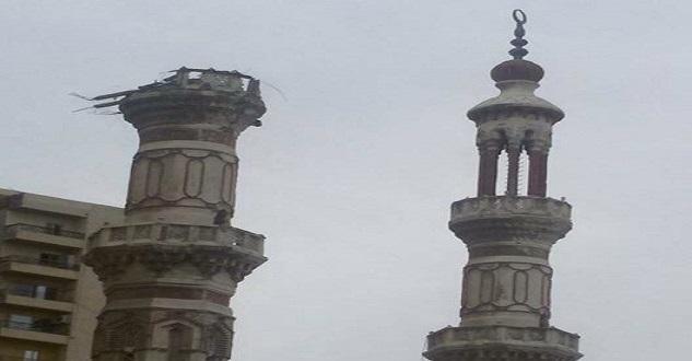 📷 دون ترميمها.. عام على سقوط مئذنة مسجد ابن خلدون بالإسكندرية