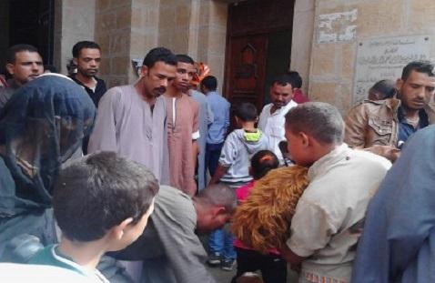 مواطن يدخل مسجد السيد البدوي بمعزتين خلال  الصلاة