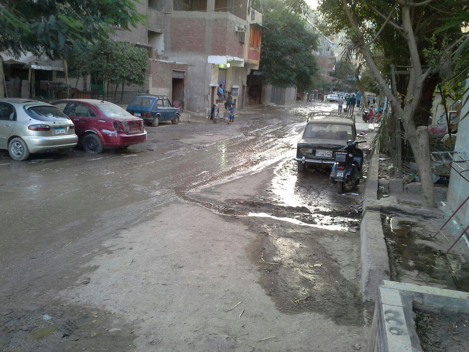 طفح مياه الصرف في شوارع بحي البساتين وسط غياب المسؤولين