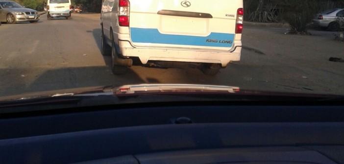 📷 ميكروباص دون لوحات معدنية.. ويحمّل الركاب عشوائيًا بشوارع المعادي (شاركنا صورك)
