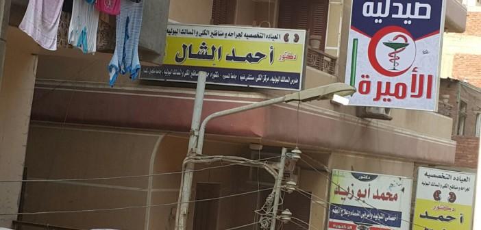 بالصور.. أعمدة الكهرباء مضيئة خلال وقت النهار.. ومواطن: «خاطبنا المسؤولين ولم يهتموا» 📷