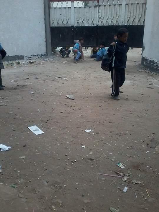 «من تحت البوابة».. تسرب تلاميذ مدرسة بإحدى قرى الشرقية