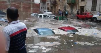 بالصور.. سيارات محرم بك «غطست» بعد سقوط أمطار غزيرة في الإسكندرية