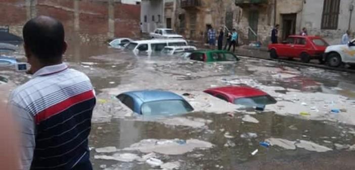 ⛅ بالصور.. سيارات محرم بك «غطست» في مياه الأمطار الغزيرة بالإسكندرية 📷