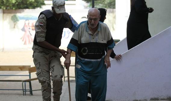بالصور.. كبار السن يتصدرون مشهد ثاني أيام التصويت.. والشباب «غياب» (شاركنا تغطيتك 📢)