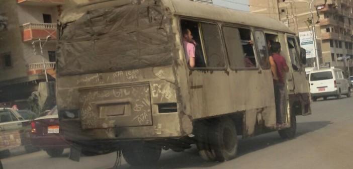 بالصور.. فين المرور؟ هذا شكل «ميني باص» ينقل الركاب في المنصورة 📷