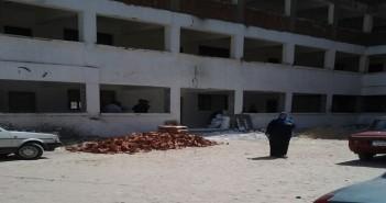 طلاب الأزهر بالإسماعيلية يدرسون بين الطوب والصرف الصحي