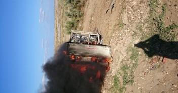 بالصور.. انقلاب سيارة واشتعال النار فيها على «الدولي الساحلي».. وغياب تأمين الطرق
