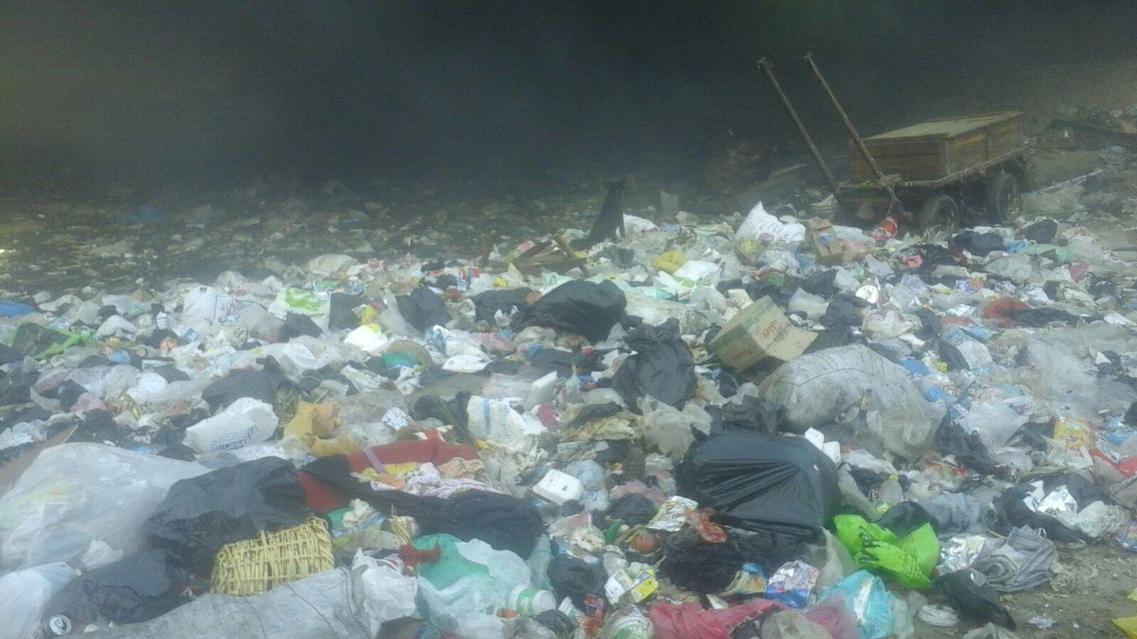 بالصور.. مواطن يرصد تحول منطقة أسفل «الدائري» بإمبابة إلى محرقة للقمامة والمخلفات